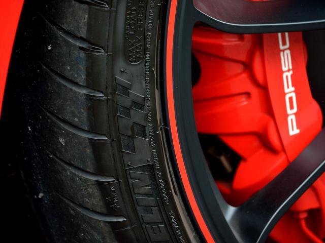 911GT3 6MT Fリフト レザーP カーボンP Clubsport package PTV Red 12 o'clock スポーツクロノ フルバケットシート ミラーカーボン ブラックデザインLEDヘッドライト(11枚目)