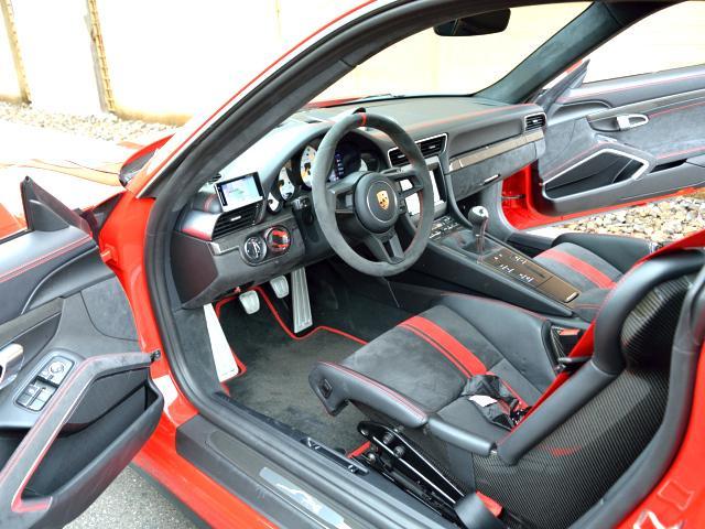 911GT3 6MT Fリフト レザーP カーボンP Clubsport package PTV Red 12 o'clock スポーツクロノ フルバケットシート ミラーカーボン ブラックデザインLEDヘッドライト(25枚目)