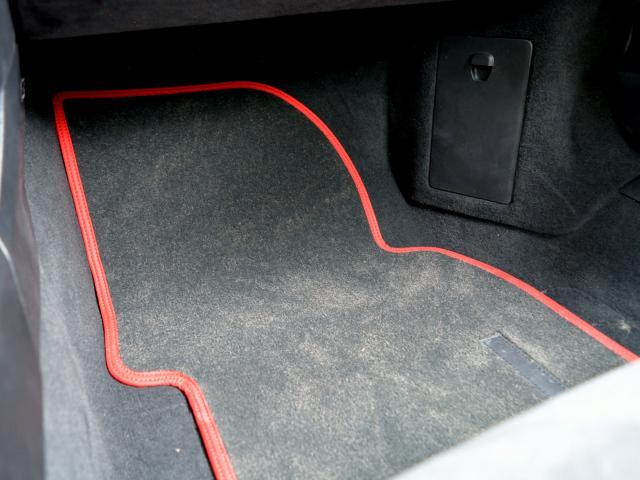 911GT3 6MT Fリフト レザーP カーボンP Clubsport package PTV Red 12 o'clock スポーツクロノ フルバケットシート ミラーカーボン ブラックデザインLEDヘッドライト(31枚目)