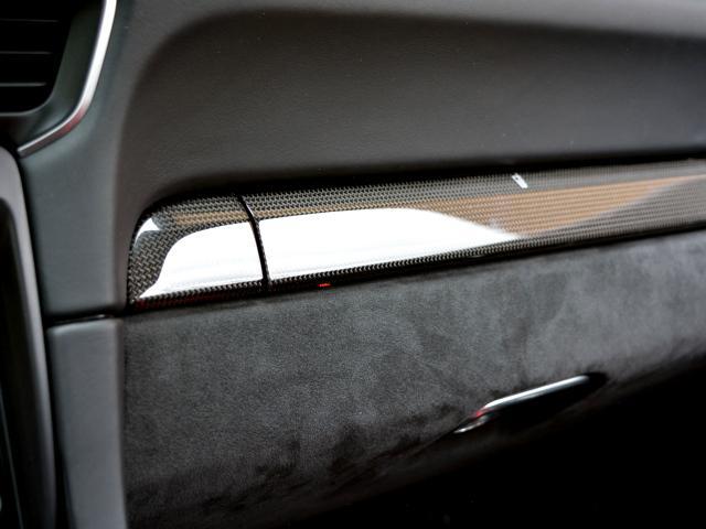 911GT3 6MT Fリフト レザーP カーボンP Clubsport package PTV Red 12 o'clock スポーツクロノ フルバケットシート ミラーカーボン ブラックデザインLEDヘッドライト(35枚目)
