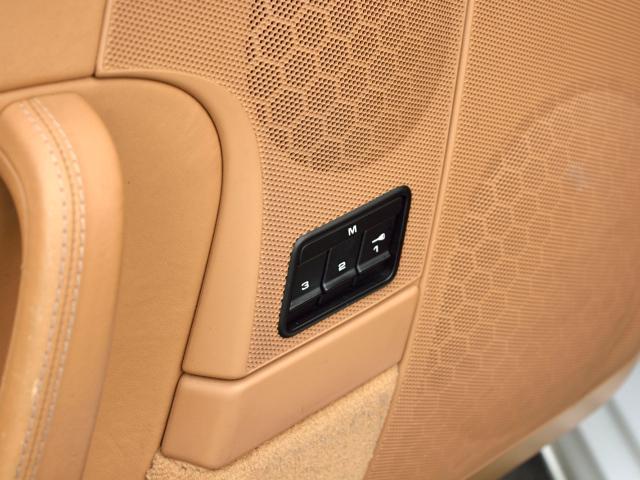 911カレラGTS カブリオレ ワイドボディ パワーアップKIT スポーツエグゾースト センターロックRSホイール BOSEサウンド レザー仕上げインテリア ベンチレーション イルミエントリガード(24枚目)
