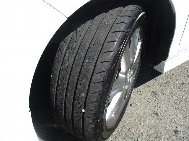 タイヤの溝は少なくなっておりますが、納車の前には新品に交換してからのお渡しになりますので、ご購入後も安心して乗って頂けます!!