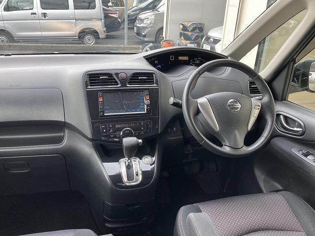 前方の見晴らしのよさが、安全運転の第一歩!使い勝手に優れる内装デザインとレイアウトになります。