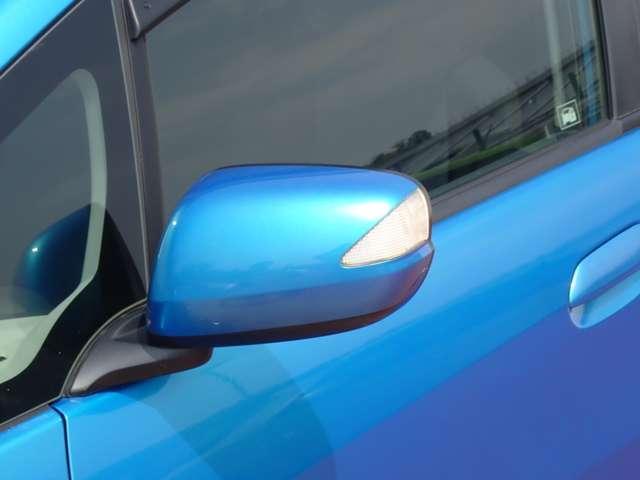ドレスアップ効果で車をカッコよく魅せるドアミラーウィンカーです。周囲からも非常に目立ちます。