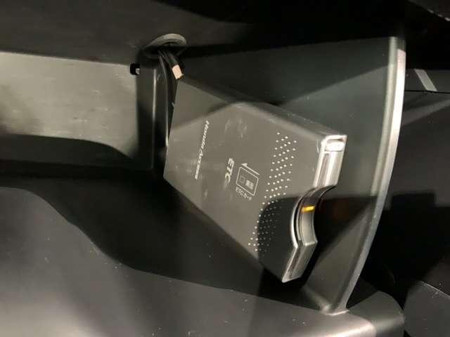 ZL HDDナビアルカンターラスタイル 黒内装 純正ナビ CD録音 コンビシート HID AUTOライト 左右独立オートエアコン(13枚目)