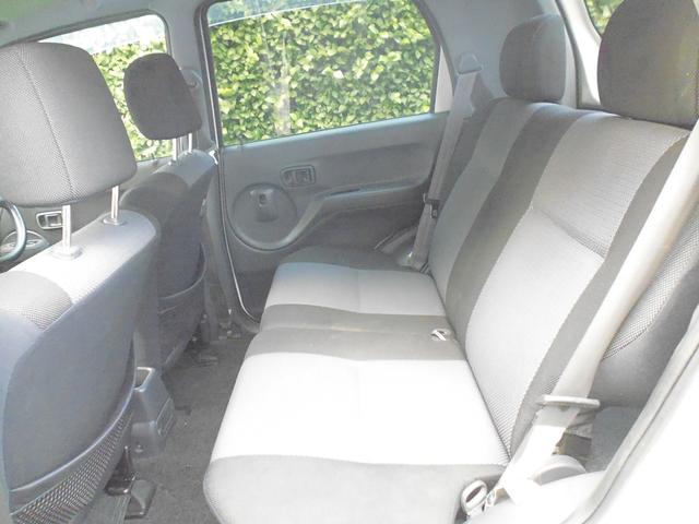 後部座席も背もたれがリクライニングするので、ベストなポジションが選択できます。