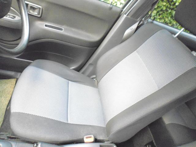 運転席のシートもこのとおりの綺麗さです。