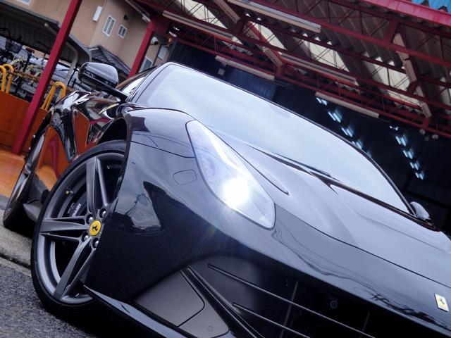 フェラーリ フェラーリ F12ベルリネッタ 1オーナー ディーラー記録簿有 雨天未使用車