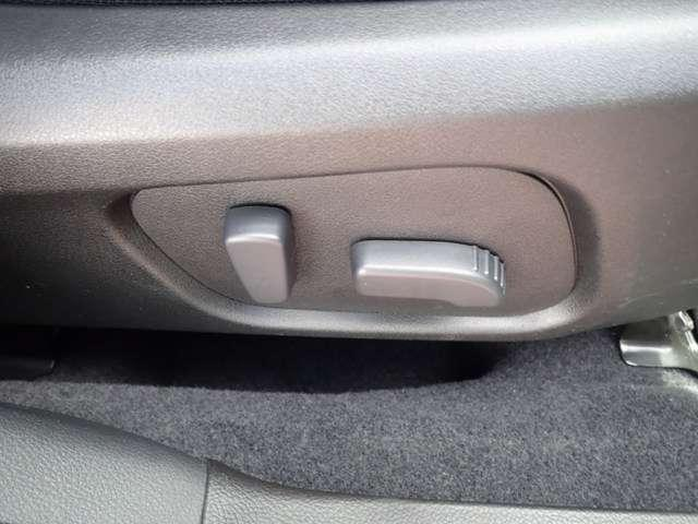 パワーシートが有りますので、運転する人にあわせて細かく設定、調節できます!