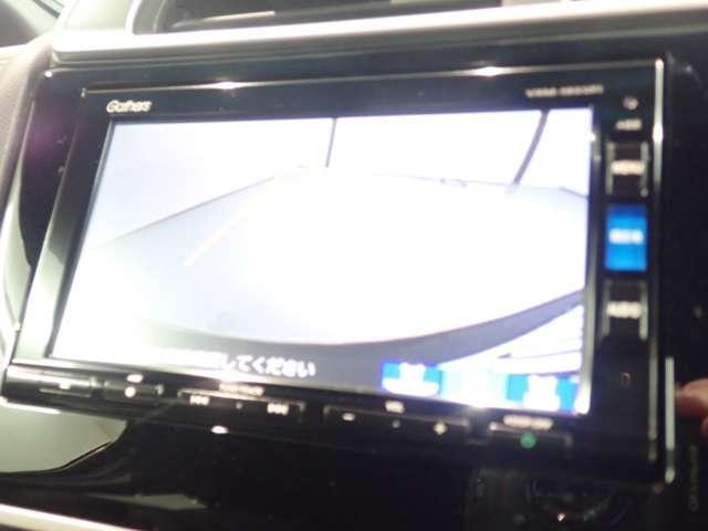 オート機能付のLEDヘッドライトは、点灯の瞬間から最大光量を発揮し、突然暗くなるトンネルなどでの安定感を高めます。