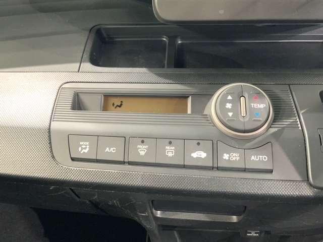 オートエアコンがついていますので、簡単操作で快適に過ごせます。希望の温度に自動調整してくれるのが便利です。