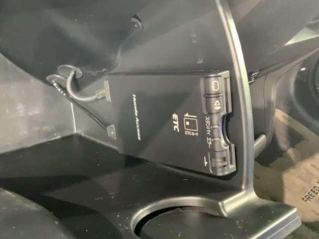 G ジャストセレクション CDデッキ HID ETC スマートキー ETC付 HIDヘッドライト ウォークスルー CDコンポ 3列シート VSA キーレスエントリー ABS パワステ スマキ- 1オーナー車 イモビ エアバック(14枚目)