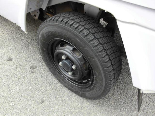 タイヤは4本スタッドレス!