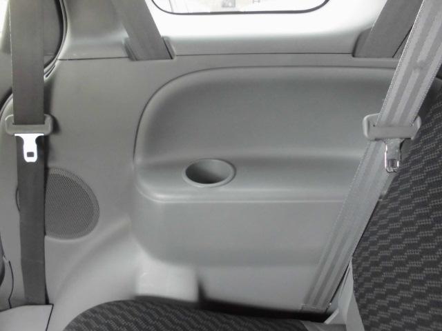 サードシート内張りにもドリンクホルダー付き!