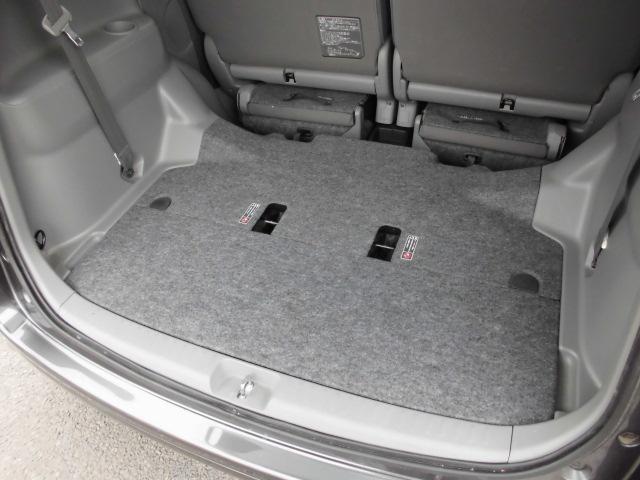 常に7人乗らなければ普段はサードシートを収納してこのスペース!
