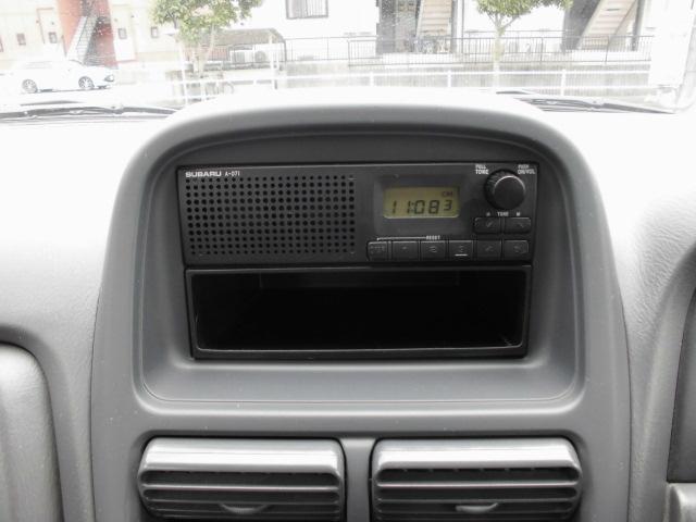 スピーカー一体純正ラジオですがオプションでCDやナビも取り付け可能!