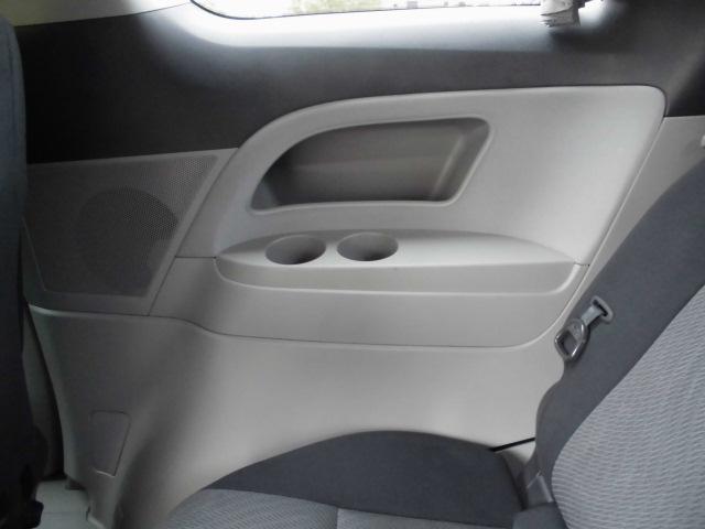 サードシート内張りにはドリンクも置けます!