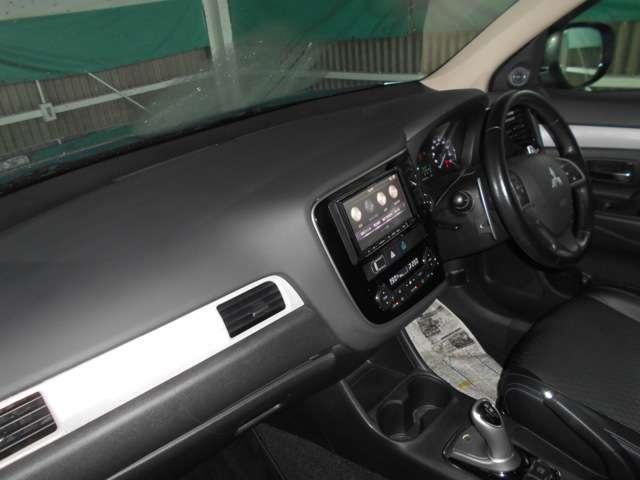 三菱 アウトランダーPHEV 2.0 G セーフティパッケージ 4WD