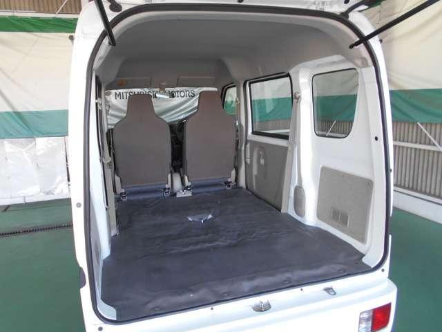リヤシートを収納すれば荷台として広大なスペースになります
