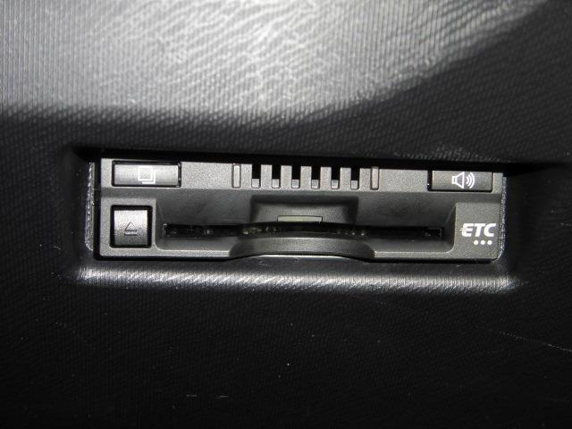 ETC付です。ストレスなく料金所を通れるだけでなく、燃費にも貢献します。さらに高速道路代もも浮いて良いことずくめです。