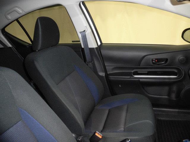 ドライバーのかたと助手席のかたが座るシートです。実際お座り頂くのが、一番分かりやすいと思います。お気軽にご来店下さい。