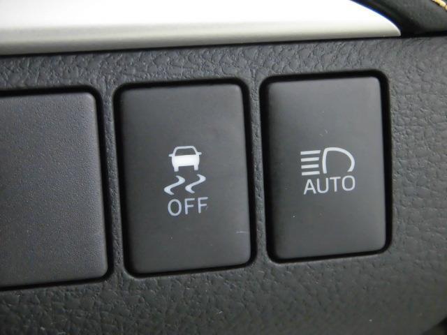 【オートマチックハイビーム】対向車のヘッドランプなどの周囲の明るさをカメラで検知し、ハイビームとロービームを自動で切り替えることによって、最適な夜間視界の確保を支援します。