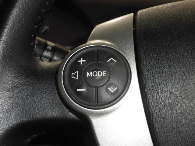 ハンドルのスイッチでオーディオの操作が可能です。