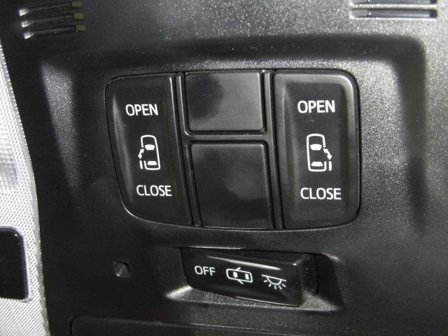 左右のスライドドアが電動で開け閉めできます。これは便利!!