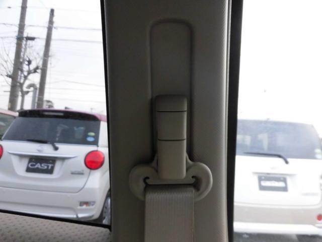 シートベルトショルダーアンカー(運転席&助手席)。シートベルトの高さを最適な位置に調整出来ます
