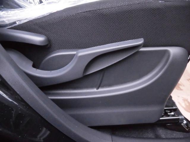 運転席シートはハイトアジャスト機構付でお好みの高さに調整可能です