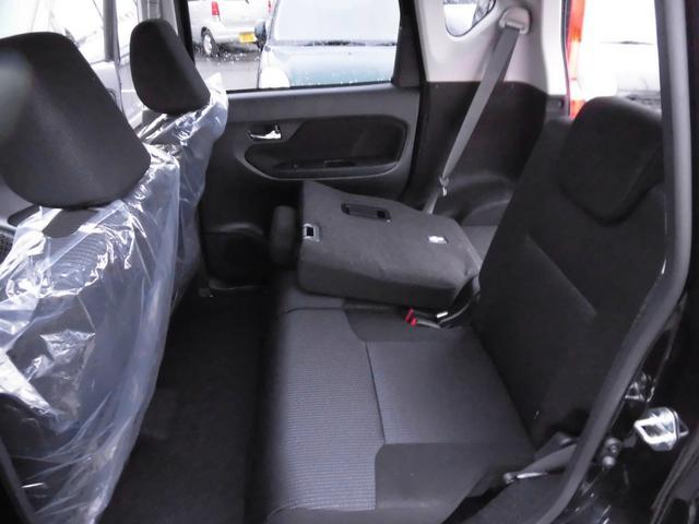 リヤシートは左右分割式なので3人乗車+荷室スペースも可能です