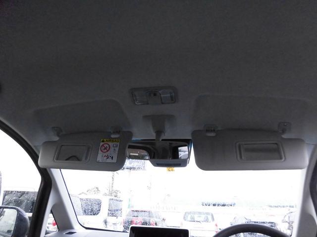 サンバイザーにバニティミラー(運転席&助手席)とチケットホルダー(運転席)が付いてます