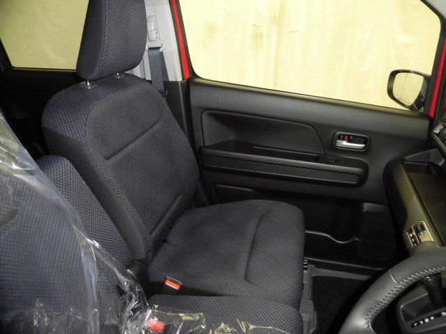 内装はスマイルクリーン&抗菌処理できれいになっております。是非、現車をお確かめ下さい。