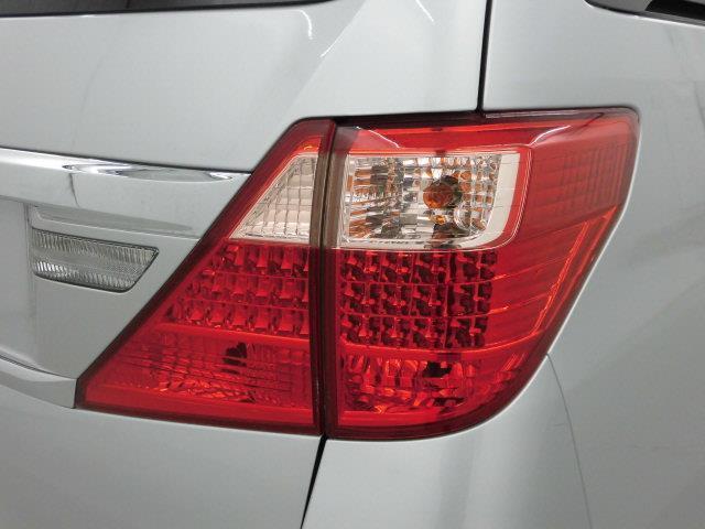 X 4WD フルセグ メモリーナビ DVD再生 ミュージックプレイヤー接続可 バックカメラ ETC 両側電動スライド HIDヘッドライト 乗車定員7人 3列シート アイドリングストップ(7枚目)