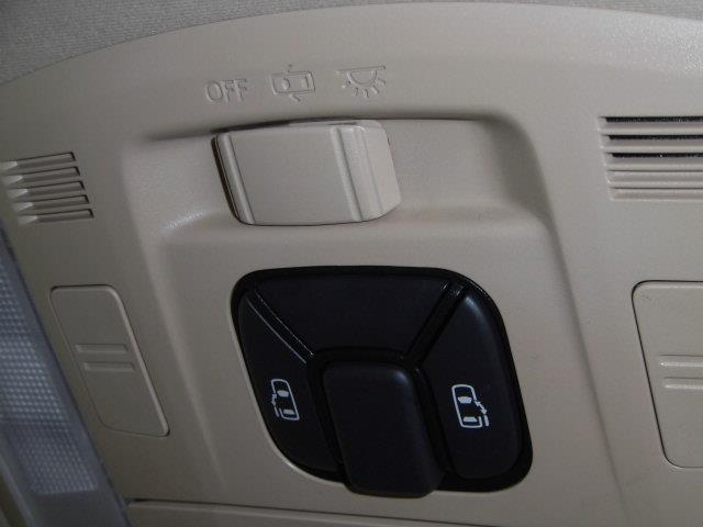 X 4WD フルセグ メモリーナビ DVD再生 ミュージックプレイヤー接続可 バックカメラ ETC 両側電動スライド HIDヘッドライト 乗車定員7人 3列シート アイドリングストップ(12枚目)
