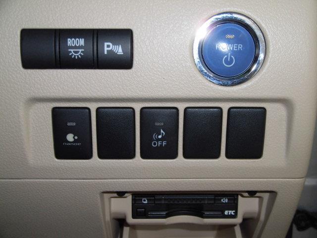 X 4WD フルセグ メモリーナビ DVD再生 ミュージックプレイヤー接続可 バックカメラ ETC 両側電動スライド HIDヘッドライト 乗車定員7人 3列シート アイドリングストップ(13枚目)