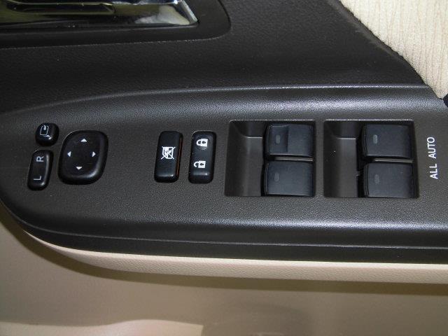 X 4WD フルセグ メモリーナビ DVD再生 ミュージックプレイヤー接続可 バックカメラ ETC 両側電動スライド HIDヘッドライト 乗車定員7人 3列シート アイドリングストップ(18枚目)