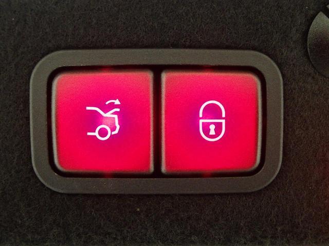メルセデス・ベンツ M・ベンツ C200アバンギャルド レザーエクスクルーシブPKG LED