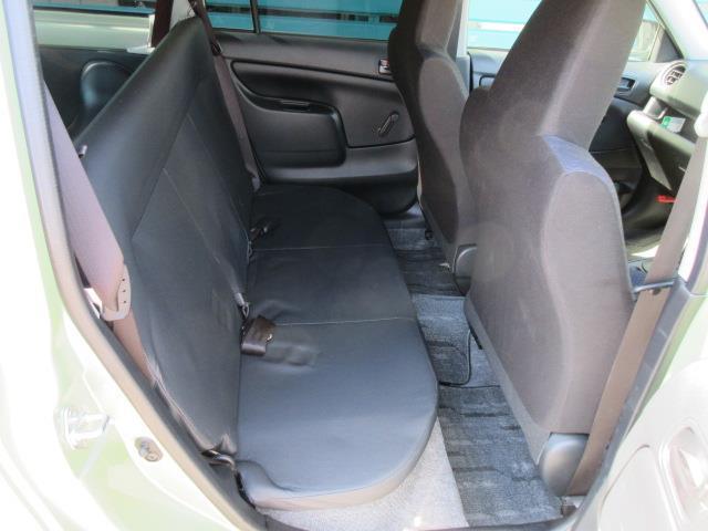 【後列】 リヤシートも広々空間。シート状態も劣化も少なく良好な状態ですよ!