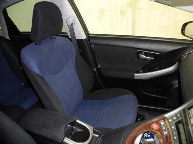 ドライバーの方と助手席の方が座るシートです。実際お座りいただくのが、一番分かりやすいと思います。お気軽にご来店ください。