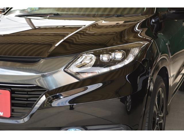 ロービームに、プロジェクタータイプの2灯LEDヘッドライトを採用。