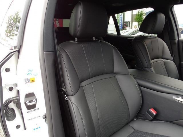 高級感漂うブラックの本革シート。ベンチレーション、シートヒーター搭載で一年中快適なドライブをお楽しみ頂けます!シートの使用感もあまり感じられず、キレイな状態です。