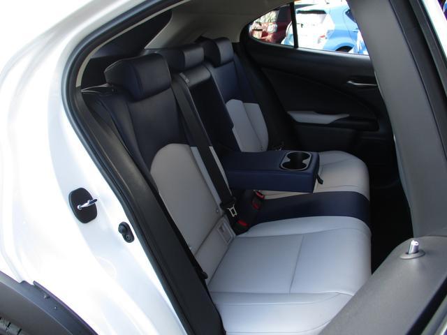 UX250h バージョンC 禁煙車 18インチアルミホイール ルーフレール ドライブレコーダーフロアマットタイプA サイドバイザー LEDヘッドライト 前席パワーシート  Ltexシート シートヒーター(9枚目)