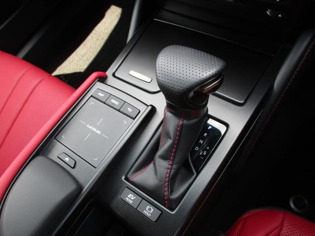 ES300h Fスポーツ 禁煙車 ワンオーナー パノラミックビュー パワートランク デジタルインナーミラー 赤革エアシート クリアランスソナー ナビ ETC ドライブレコーダー(14枚目)