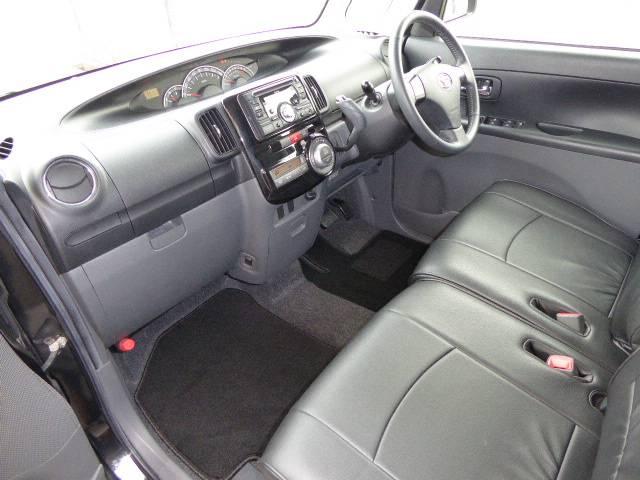 CVTのお車です♪ GOOプラス車ですので 新品フロアマットに交換済みです(^ ^)