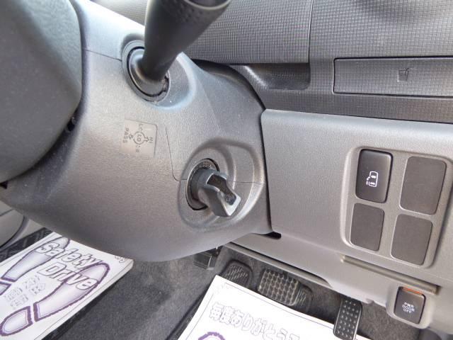 キーフリーシステム搭載!! スマートキーを携帯し、車に近づくとドアロックの解錠・離れると施錠!エンジン始動・停止も行えます♪
