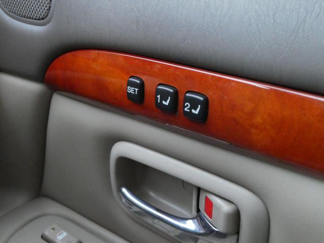 運転席は メモリーパワーシートでです! シート位置を登録できますので とっても便利☆