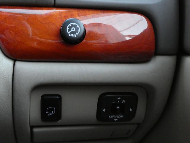 電動格納調整ドアミラーです