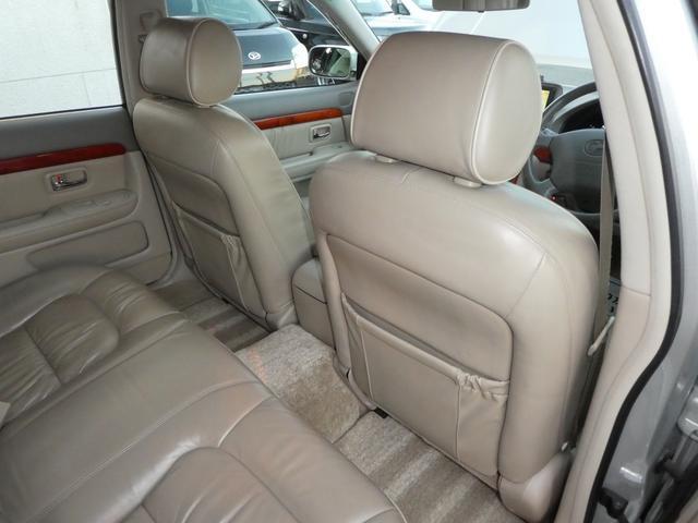 運転席と 助手席の後ろには シートバックポケットも 装備されております(^ ^)