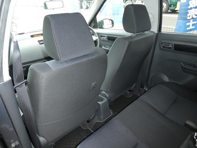 助手席の後ろには シートバックポケット 手提げフックも 装備されております!